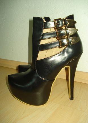 Kupuj mé předměty na #vinted http://www.vinted.cz/damske-boty/vysoke-podpatky/8616091-nove-luxusni-kotnikove-boty