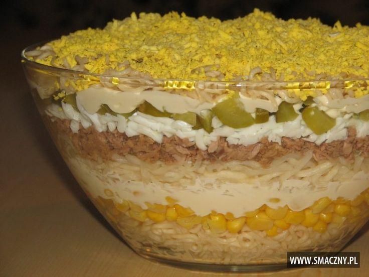 Warstwowa sałatka idealna na dzisiejszą kolację:  http://www.smaczny.pl/przepis,salatka_warstwowa_z_tunczykiem_i_selerem  #przepisy #sałatki #sałatkaztuńczykiem #tuńczyk #ryba #sałatkanapiątek #warstwowasałatka #sałatkazjajkami #sałatkanawielkanoc #jajka #ogórki #kukurydza #majonez #sałatkanakolację