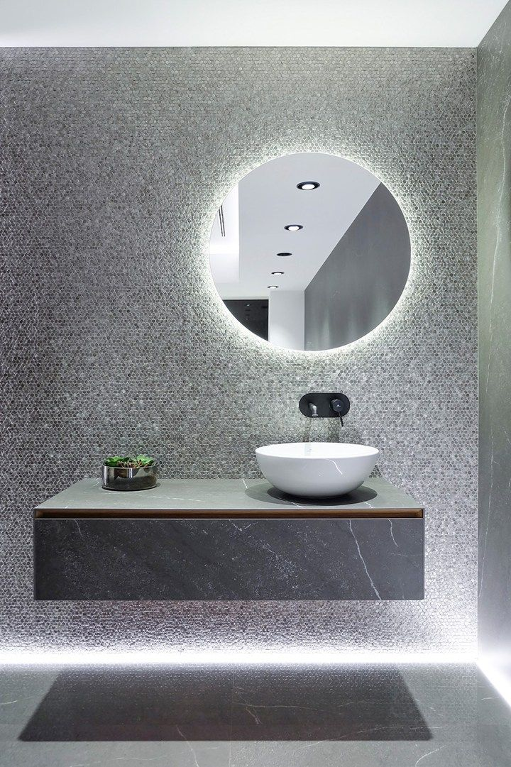 25 beste idee n over lichte badkamer op pinterest - Badkamer muur tegels porcelanosa ...