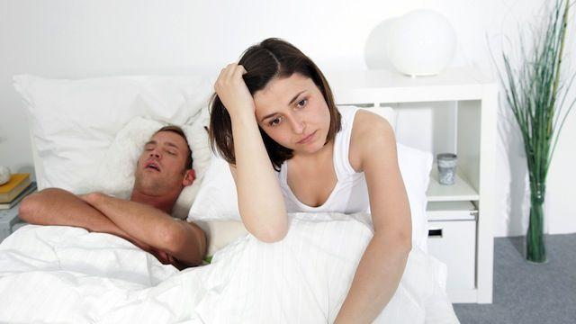 Dormire poco favorisce il consumo di cibo spazzatura