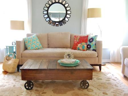 DIY Coffee Table from pallets.. love the wheels: Coffee Tables, Idea, Living Rooms, Wheels, Wooden Pallets, Pallets Tables, Memorial Tables, Studios Couch, Old Pallets