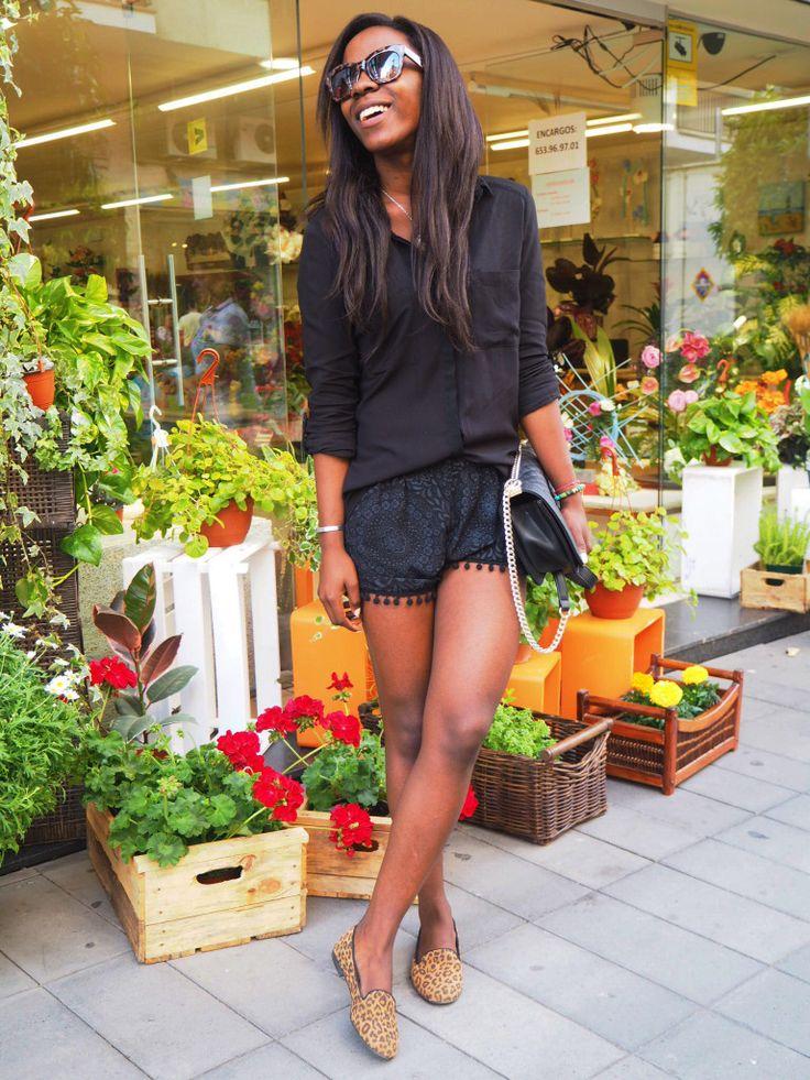Adri Boho luce piernas y estilazo con nuestras slipers de piel y animal print.
