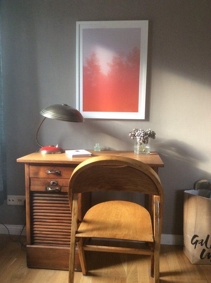 Die Lampe, Den Alten Thonet Stuhl Und Den Schreibtisch Haben Wir Vor Jahren  In Einem