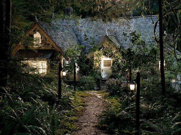 cottage in Breaking Dawn 2. I love this but, I would go crazy because of the plants in front sense I know a lot of bugs would be in there.