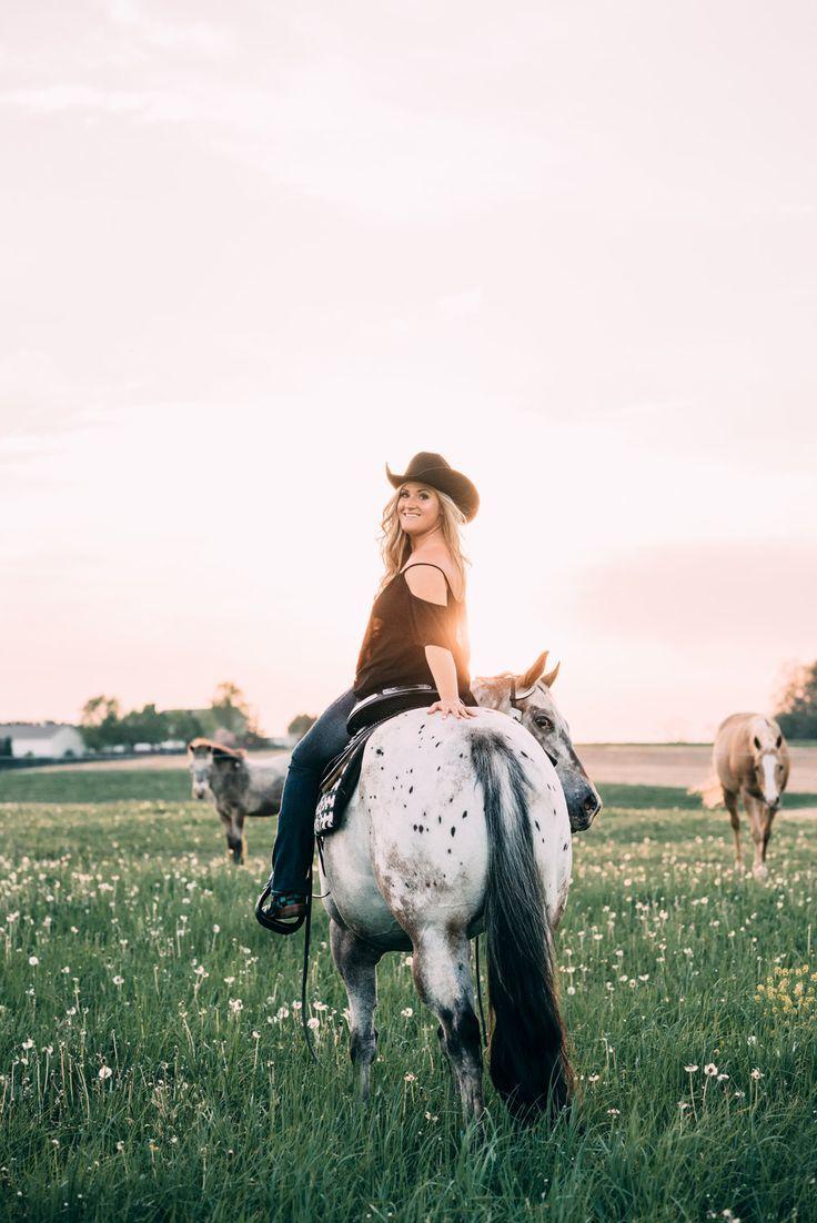 Karlie, Dillon, and Kilo Horse senior pictures, Horse