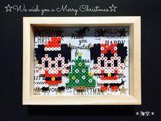 #プレゼント ちょっと早めのクリスマスプレゼント♡ クリスマスに渡したら飾ってもらう期間がなくなちゃうから(笑) 新築なのでガーランドよりは置き型がいいかなと思い、フォトフレームに貼り付けました。セリアの木製写真立て両面タイプ使用。 #アイロンビーズ#パーラービーズ#perlerbeads #ミッキー#ミニー#サンタ#ディズニー #クリスマス#christmas#xmas#100均#セリア