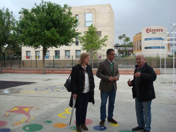 El colegio Cándido Nogales protege el patio de los más pequeños con placas de policarbonato
