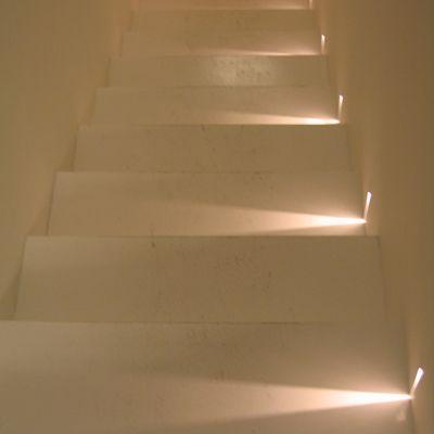 iluminação nas escadas.