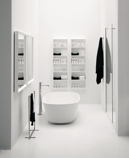 Black and white bathroom with the Materia collection from Antonio Lupi _