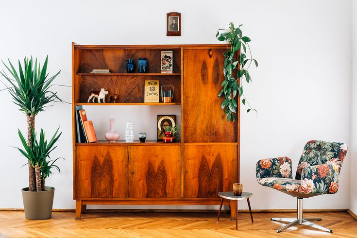 "We visited Julia Mirny's apartment as part of our ""Details"" editorial. You can read more here: http://patyna.pl/juliamirny/ (in Polish) http://patyna.pl/details-juliamirny/ (in English) #vintage #vintagefinds #fleamarket #fleamarketfinds #home #visit #interior #apartment #furniture #decor #design #photoshoot #editorial"