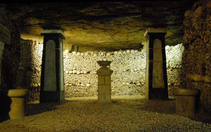 Catacombe di Parigi,    Foto albany_tim, CC BY 2.0 Wikimedia Commons