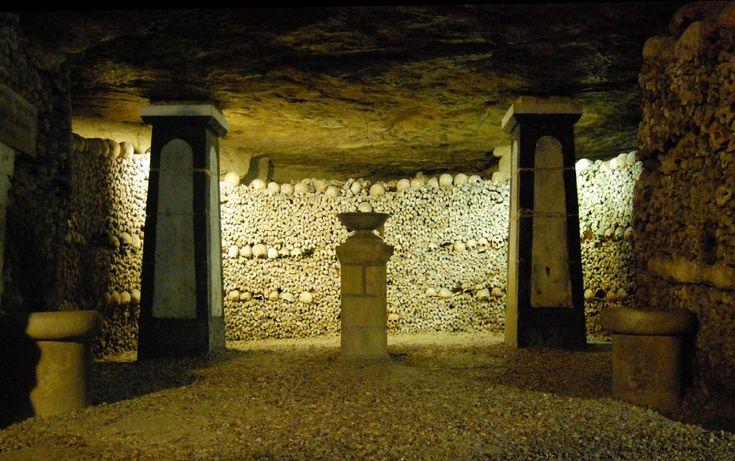 Catacombe di Parigi,    Foto albany_tim, CC BY 2.0 Wikimedia Commons