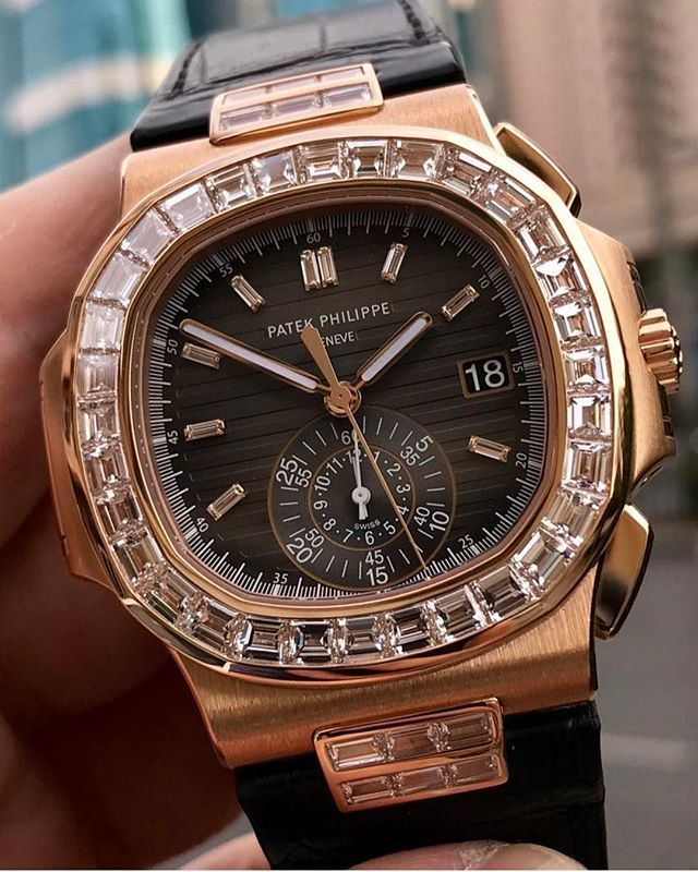REPOST!!!  Simplicity #patekphilippe #patekphilippenautilus #vvsdiamonds #vvs #audemarspiguet #tourbillon #iwc #rolex #oysterperpetual #cartier #luxurywatches #watches #pictureoftheday #wcw #diamondistrict #millionaire #lifestyle #gia #diamonds #gold #baguettediamonds #baguette #imtheone #wiseandco #wise #jooler #urjooler  Photo Credit: Instagram ID @wiseandco