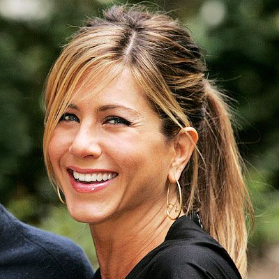 Jennifer Aniston--Love her makeup and ponytail