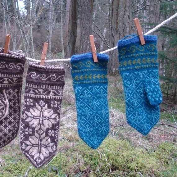 Norwegian mittens ... I love the ones I have, and want another pair. Anyone love to knit?