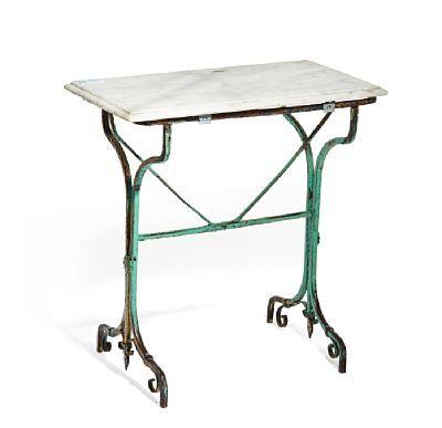 Kafebord   Understell i smijern med rester av grønn dekor. Topplate i marmor.