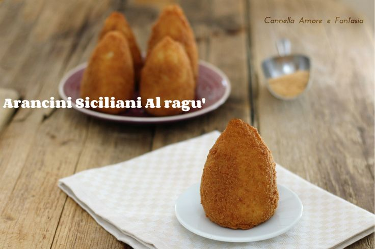 Arancini siciliani al ragù - inclusa la video ricetta