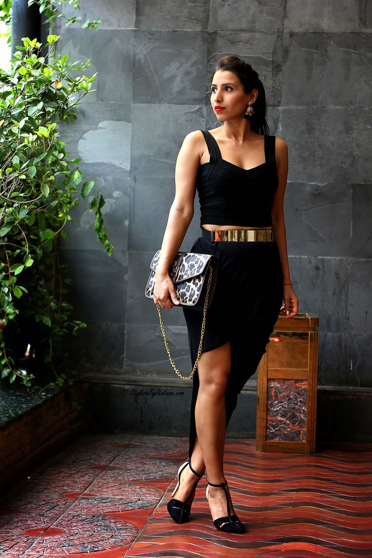 Shalini Chopra standing tall in sexy black outfit and youshine jewellery. She is wearing youshine gold metallic belt and gold n black tassel earrings. #blogger #sbn #summeroutfit #belt #tassel #earrings  Shop youshine jewellery here >> http://buff.ly/1IEZwUn