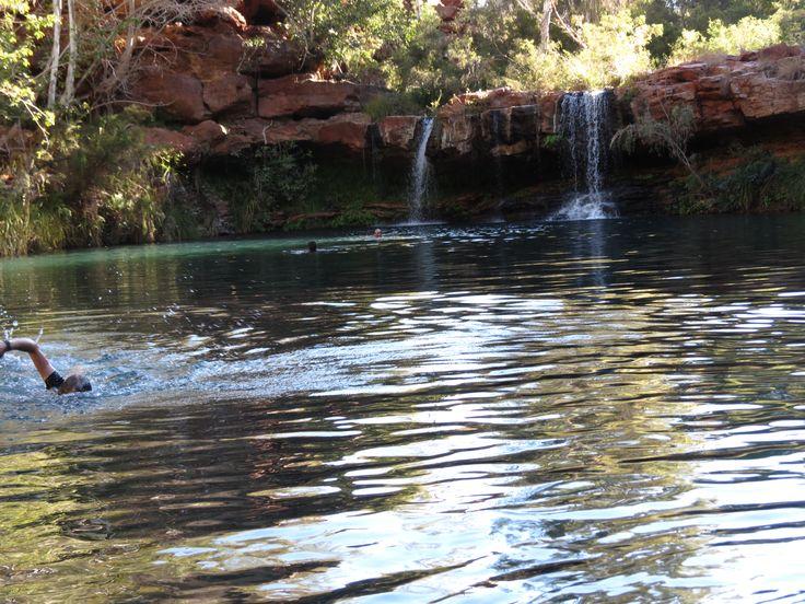awesome swim hole -dales gorge karajini national park western australia