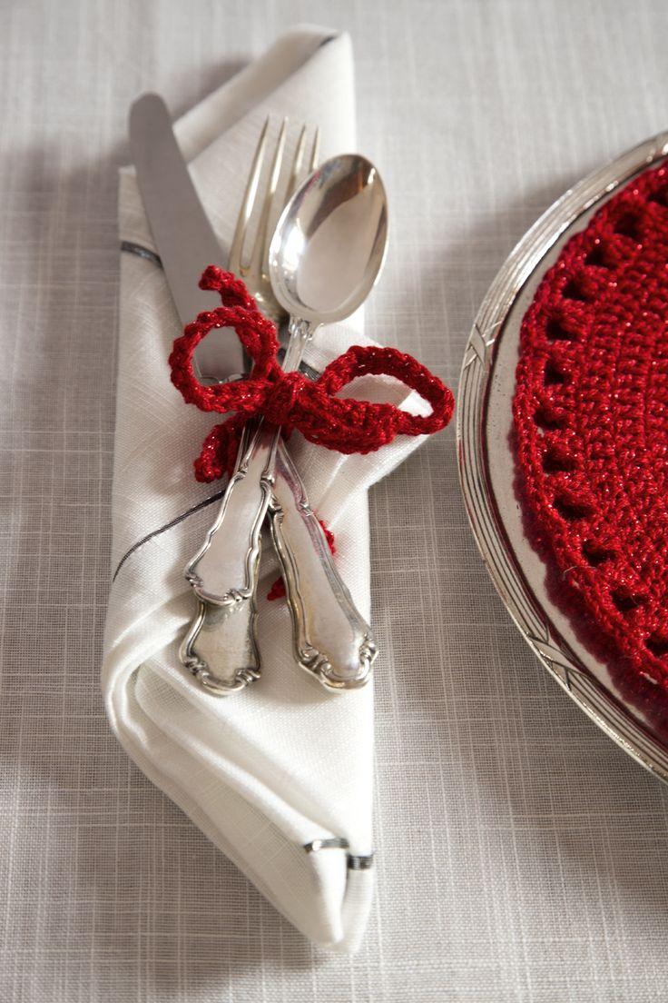 Details #christamstable #details #mondialtricot #yarns #red