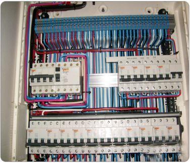 Электрощитовое оборудование от ООО «ОптКабель» обеспечивает бесперебойную и эффективную работу любых систем, продливает срок их службы и повышает удобство обслуживания.   Наша продукция сегодня нашла широкое применение и в быту, и на производстве. Электроснабжение частных домов часто представляет собой сложную систему, включающую множество приборов, создающих комфорт и удобство для владельцев.