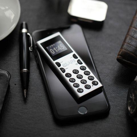 スマートフォンとは逆を往く、世界最小の携帯電話 NanoPhone C2012年に設立され、現在、モスクワと香港、そしてラトビア共和国の首都・リガにオフィスを持つ、スマートガジェットを販売しているElariが今年4月に発売