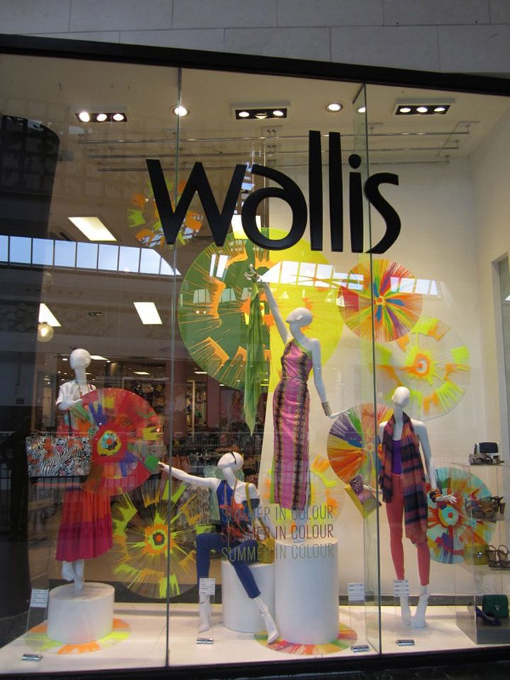 Wallis window display spring summer 2012 uk 02 wallis for Show window designs