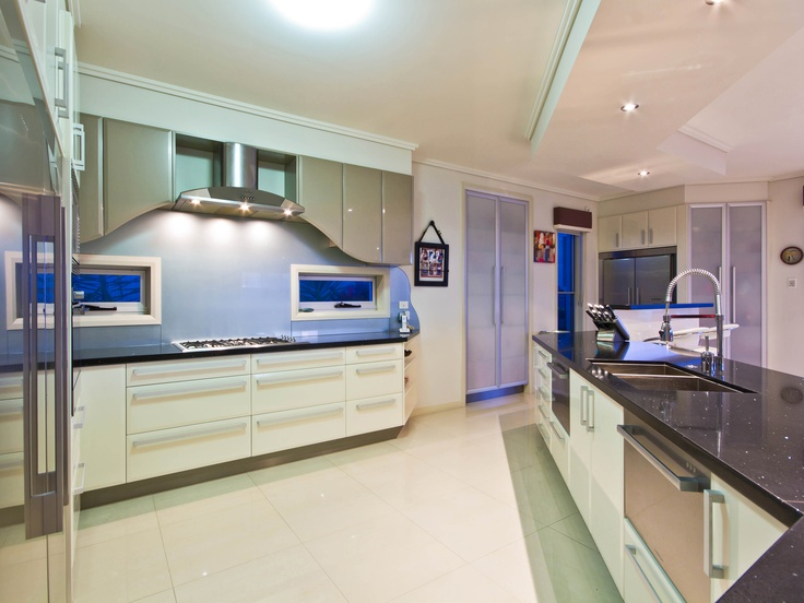 Curved overhead cupboards