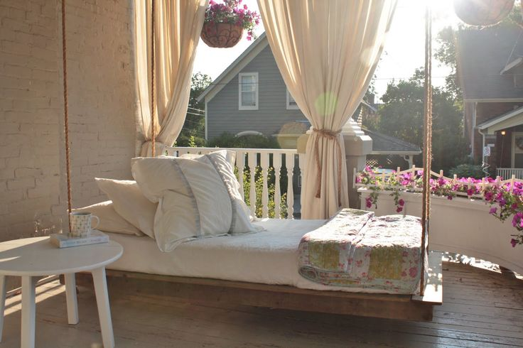 love this idea for an outdoor bed!: Outdoor Beds, Hanging Daybeds, Porch Swings, Swing Beds, Hanging Beds, Beds Swings, Back Porches, Porches Swings Beds, Front Porches
