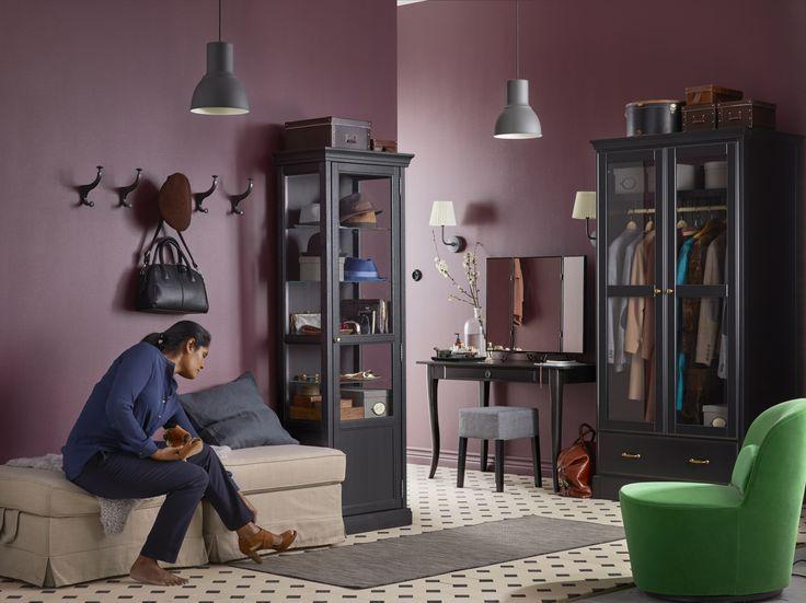 UNDREDAL garderobekast | #IKEAcatalogus #nieuw #2017 #IKEA #IKEAnl #stoel #kast #zwart #glas #lamp #bank #woonkamer #spiegel