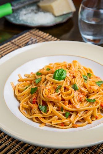 Roasted Red Pepper and Goat Cheese Alfredo Pasta--making this and artichoke bread tonight for dinner!
