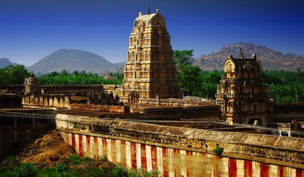 Discover the wonders of the Deccan region with an intriguing series of lectures from art and architecture expert, George Michell.  Jool Yan, Deccan region, India