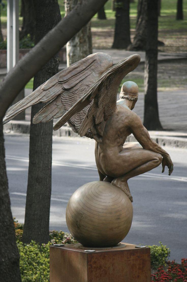 Escultura de Jorge Marín. Colección Alas de la Ciudad. Paseo de la Reforma. ® Rix. Ricardo López Gómez
