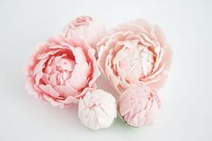 I'm just beginning my journey into gum paste flowers...here'e some inspiration for much, much further down the road.