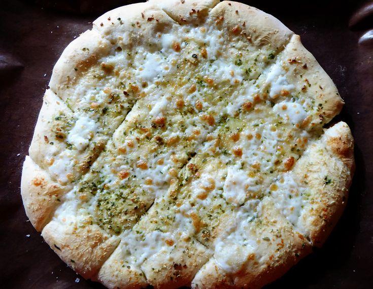 Enkle brødpinner med ost og hvitløk. Super som en liten snack.
