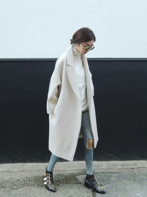 White oversized wool coat, white turtleneck jumper, ripped blue jeans, black boots.                                                                                                                                                                                 More