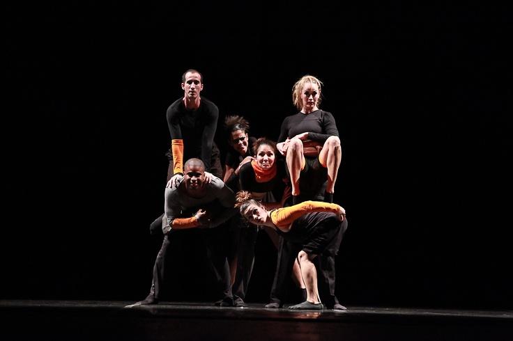 """3° Lugar - Dança Contemporânea - Conjunto - Avançada.   Grupo de Dança e Expressão do Teatro Municipal Pedro Ângelo Camin (SP) , com a coreografia """"Estudo Coreográfico para Variações do Uso do Espaço e suas Consequências"""". Crédito: Aurea Silva"""