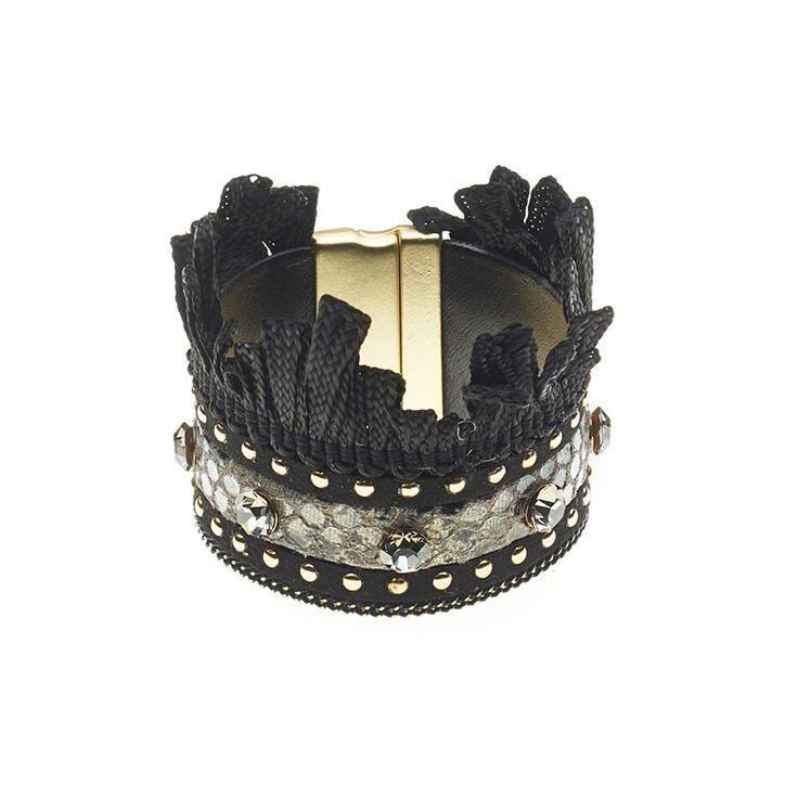 Mooie stoffen armband van het merk Biba! € 23,95  www.beau-perle.nl