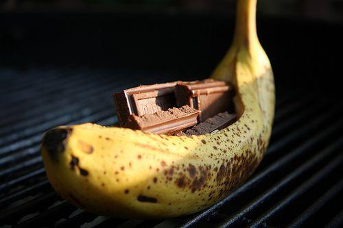 Must try immediately.: Yummy Recipes, Grilled Bananas, Bananas Split, Yummiest Desserts, Bananas Boats, Mmmbanana Boats, Grilled Desserts, Bananas Insideout, Chocolates Bananas