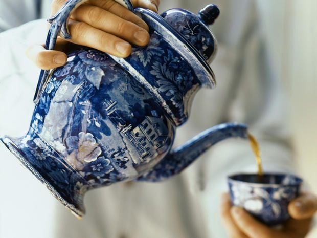 Ci sono infusi pregiatissimi e infusi pericolosissimi: ecco quali sono i tipi di tè che NON sono affatto sani.La dipendenza da teina batte la dipendenza da caffeina. E non sempre in positivo. Nella …