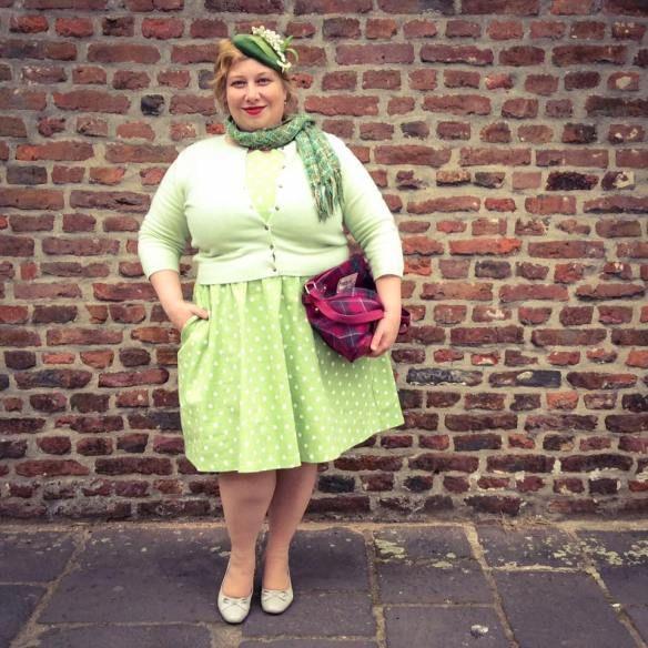 Spring Hat meets Spring Dress | Miss Kittenheel sage audrey lindybop green greenery frolleinvonsofa fascinator lilyofthevalley tartan ness curvy plussize vintage