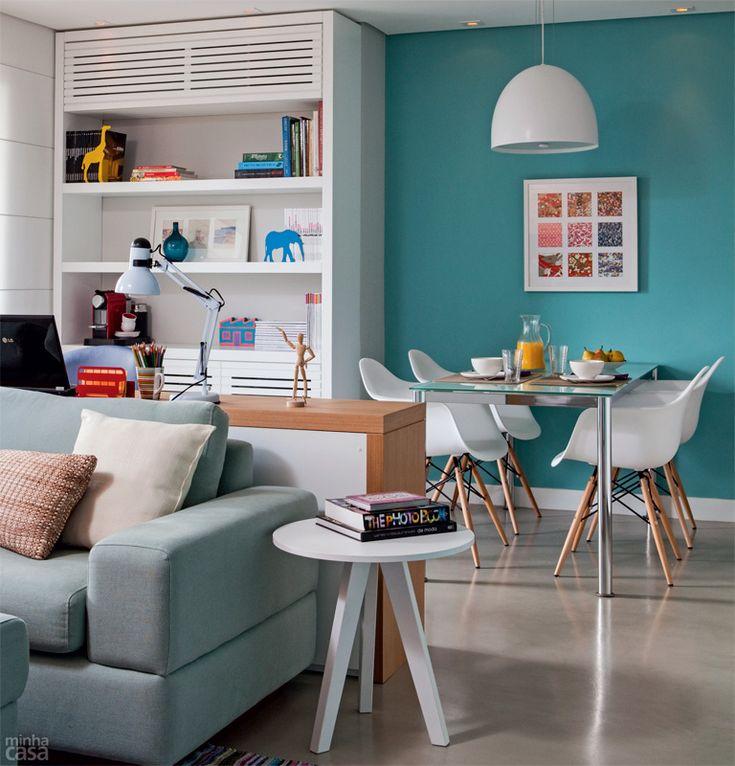 Uma sala lindinha que tem até um home office junto da sala de jantar