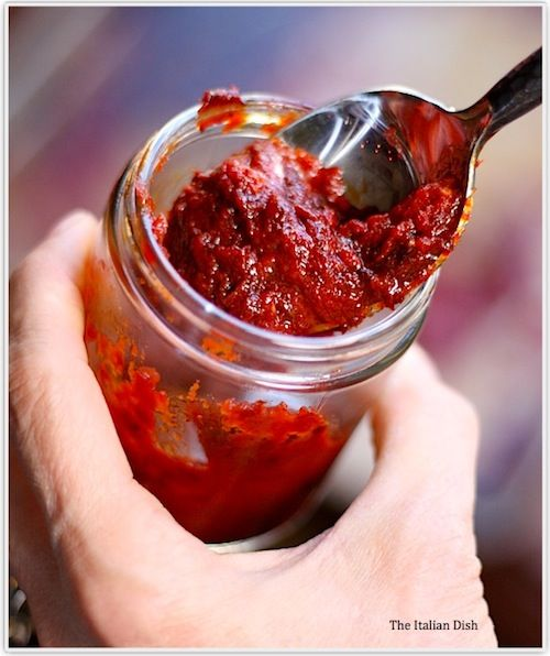 Will use this tomato paste recipe next time my tomato plant grows out of control. A great website for all sorts of make it yourself items.