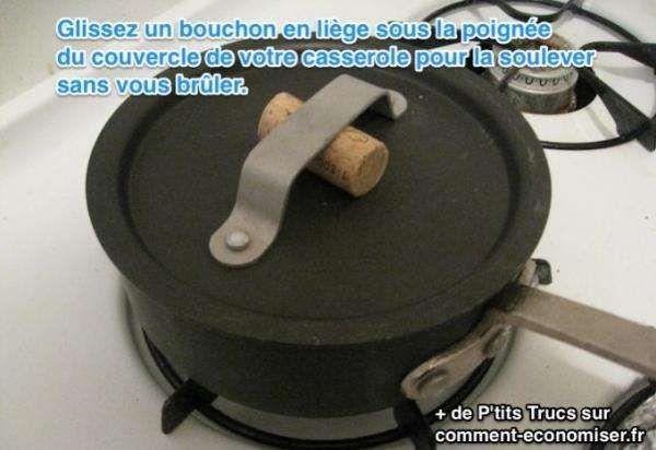 Vous vous êtes déjà brûlé en soulevant le couvercle d'une casserole ? Le truc malin est d'utiliser un bouchon en liège d'une bouteille de vin. Regardez :-)  Découvrez l'astuce ici : http://www.comment-economiser.fr/soulever-couvercle-sans-bruler.html?utm_content=buffer11d9b&utm_medium=social&utm_source=pinterest.com&utm_campaign=buffer