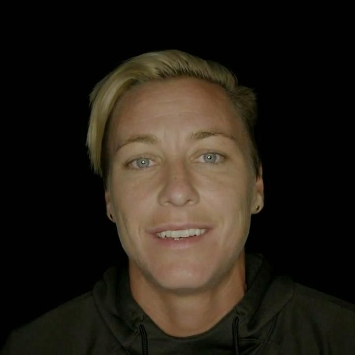 Abby Wambach's post-game kiss is straight out of a Hollywood movie Abby Wambach Wife #AbbyWambachWife