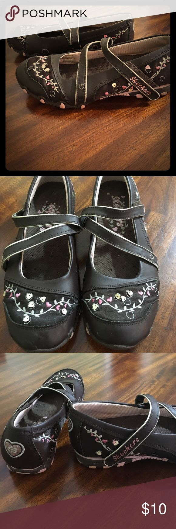 Girls Skechers Brown Floral Shoes EUC girls Skechers shoes, size 5. Pink and silver floral embroidery and sequins with a Velcro closure and a sneaker bottom for a pretty shoe that's safe for running and playing in. Skechers Shoes