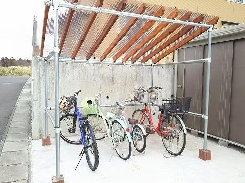 庭いじりの日々 自転車小屋作ったった