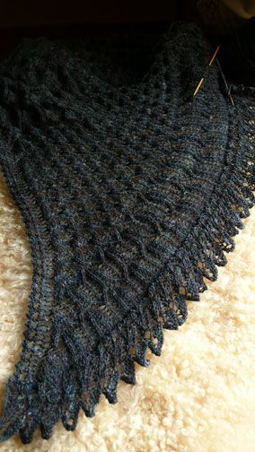 blackbird wingin' in the dead of night   knitspot - Ooh!  I want a blackbird wing shawl!!!  This is knit, but I could devise something with crochet.  :D