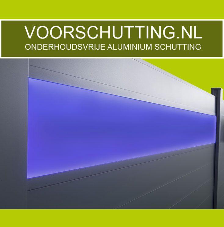 Aluminium Schutting Onderhoudsvrij, in elke RAL kleur & lengtemaat mogelijk. Montage indien gewenst. Voordeliger + duurzamer dan een betonnen schutting. Esthetisch fraaiste systeem en eenvoudige te monteren door uniek kliksysteem. Inclusief LED verlichting of geïntegreerde bloembakken / verlichting. Made in Holland !