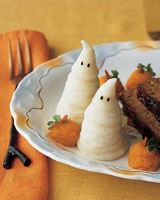 use a pastry bag to pipe mashed potatoes into ghosts and sweet potatoes into pumpkins for a #Halloween dinner